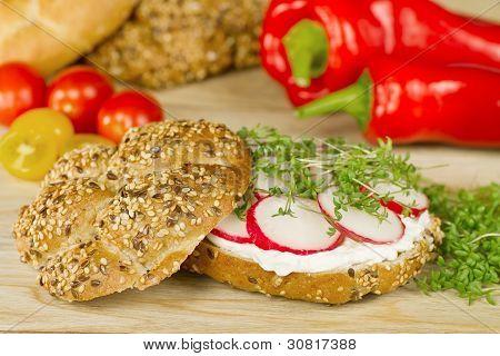 Simple Vegetarian Wholegrain Sandvich