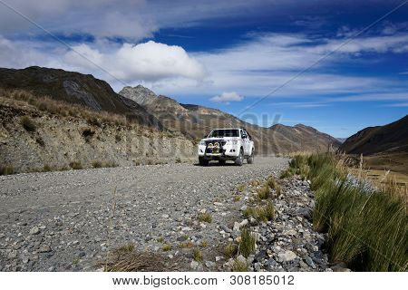 Pastoruri, Ancash / Peru: 10 June, 2016: Offroad Taxi Travels From Catac To The Pastoruri Glacier In