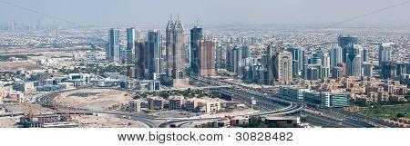 Wolkenkratzer in Dubai Blick auf Dubai Internet City am unteren