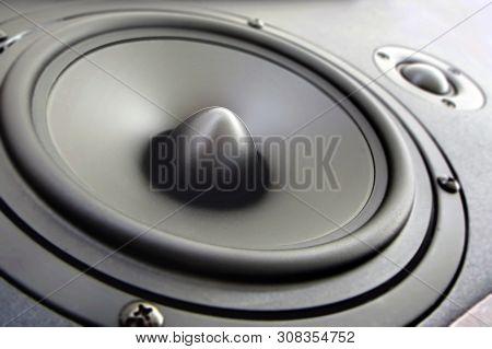 Hi End Loudspeakers. Monitor Hifi Sound System For Sound Recording Studio. Professional Hi-fi Speake