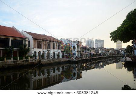 Melaka, Malaysia - 25 Jun, 2019: The Old Building Along Melaka River. Melaka Has A Historical Site W