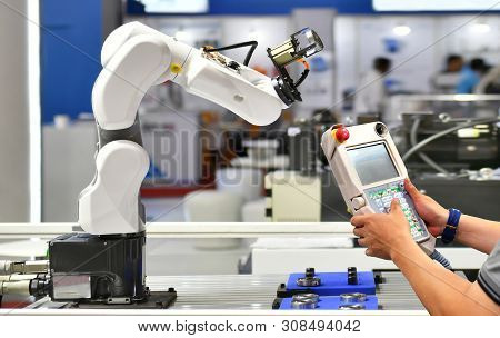 Engineer Check And Control Automation Robot Arm Machine For Automotive Bearings Packing Process In F