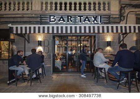 Restaurant Bar Taxi Exterior At Night
