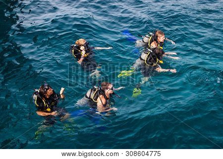 Ko Tao, Thailand - August 29: Scuba Divers At Ko Tao, Thailand On August 29, 2013. Ko Tao Is Small I