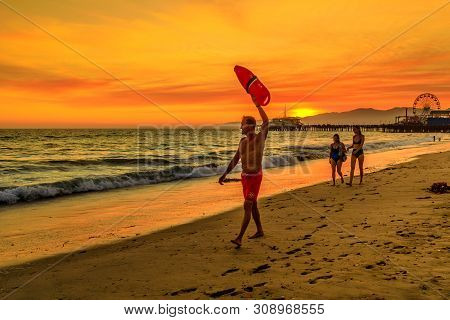 Santa Monica, California, Usa - August 8, 2018: Surf Rescue Baywatch Lifeguard With Lifesaver At Sun