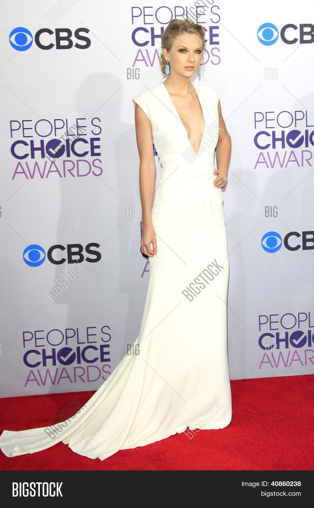 1b3a579ea5 LOS ANGELES - JAN 9  Taylor Swift at the 39th Annual People s Choice Awards  at