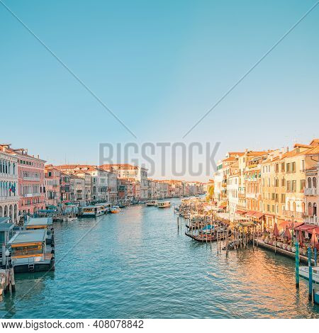 Venice, Italy 21.september.2019, Morning View Over Grand Canal Of Venice, Italy. Gondola Is A Tradit
