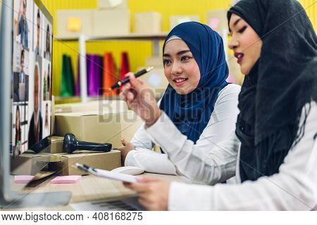 Two Muslim Business Woman Planning And Brainstorm With Group Of Multiracial Business Diverse Colleag