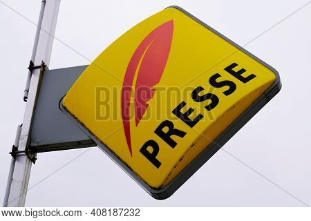 Bordeaux , Aquitaine France - 02 13 2021 : Presse Text Shop Red Yellow Logo Sign Front Of French Bra