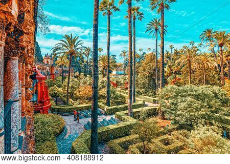 Panoramic View Of Big And Beautiful Garden - Gardens Of Royal Al