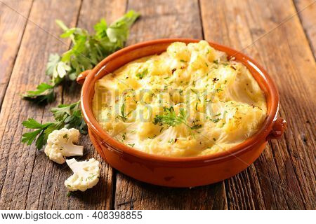 baked cauliflower gratin with cream and cheese