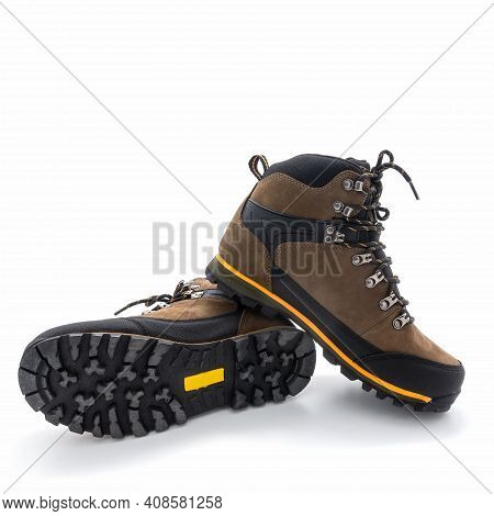 Men's Trekking Boots Brown. Made From Nubuck And Vinyl. Metal Fittings For Laces. Yellow Finish. Gro