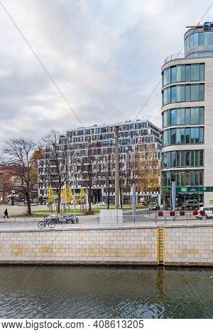 Berlin, Germany - November 16, 2020: Bank Of The River Spree Schiffbauerdamm With The Square Bertolt