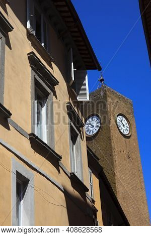 Orvieto (tr), Italy - May 10, 2016: A Typical House In Centre Of Orvieto, Terni, Umbria, Italy