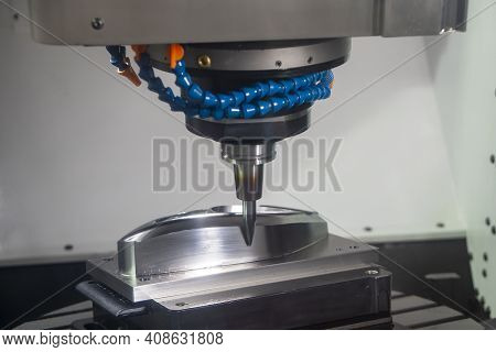 The  Cnc  Milling Machine Cutting  The Mold Parts By Barrel  End-mill Tool. The Hi-precision Mold An