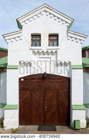 Equestrian Building, Arena In The Serednikovo Estate In The Moscow Region, A Park-manor Ensemble Of