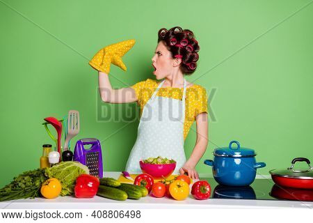 Profile Side Photo Of Shocked Girl Prepare Tasty Supper Dish Talk Speak Pot Holder Wear Dotted Yello