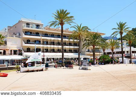 Mallorca, Spain - June 2: The Beach And Tourists Enjoiying Their Vacation In Port De Soller On June