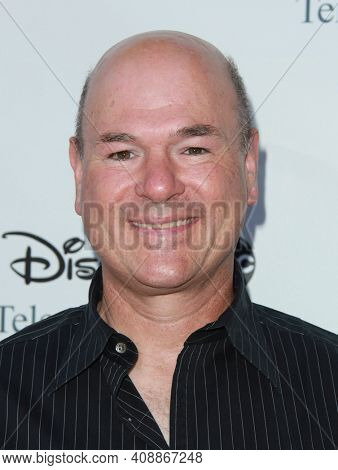 LOS ANGELES - AUG 08: Larry Miller arrives to the 2009 Disney-ABC Televison Group Summer Press Tour on August 08, 2009 in Pasadena, CA