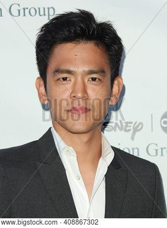 LOS ANGELES - AUG 08: John Cho arrives to the 2009 Disney-ABC Televison Group Summer Press Tour on August 08, 2009 in Pasadena, CA