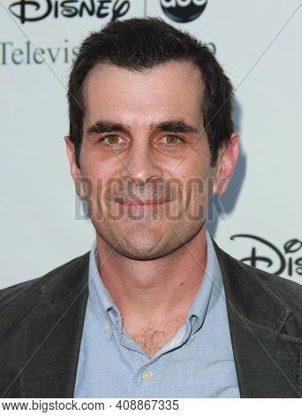 LOS ANGELES - AUG 08: Ty Burrell arrives to the 2009 Disney-ABC Televison Group Summer Press Tour on August 08, 2009 in Pasadena, CA