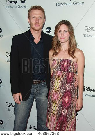 LOS ANGELES - AUG 08: Kevin McKidd and Jane McKidd arrives to the 2009 Disney-ABC Televison Group Summer Press Tour on August 08, 2009 in Pasadena, CA