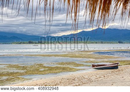 Low Tide Island Indonesia. Gili Air 03.01.2017. View Of Lombok Island. The Vicinity Of The Ferry Pie