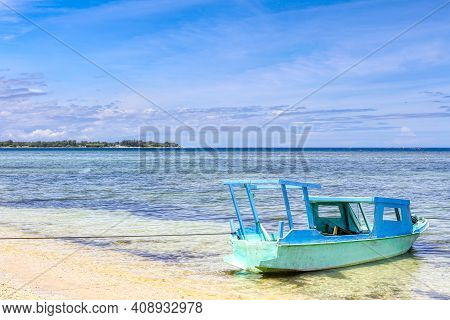 Low Tide Island Indonesia. Gili Air 02.01.2017. View Of Meno Island. The Vicinity Of The Ferry Pier.