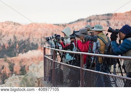 Bryce Canyon, Ut - May 27, 2012. Tour Group Of Japanese Photographers, Tourists Taking Photos Of Bry