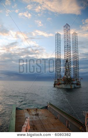 Towing and positioning of an Jack-Up rig in the North Sea.