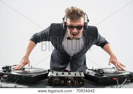 DJ in tuxedo mixing by turntable