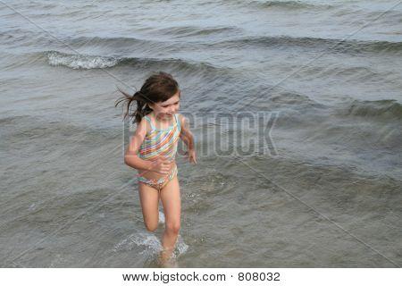 girl water run