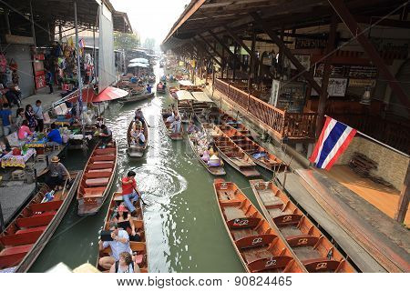 Tourists at the Damnoen Saduak Floating Market