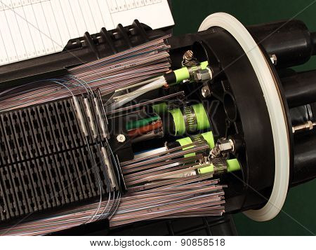 Fiber optic closure ribbon splices