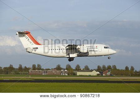 Amsterdam Airport Schiphol - Avro Rj85 Of Cityjet Lands