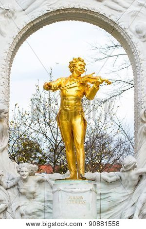 Statue of Johann Strauss,  Stadtpark in Vienna, Austria