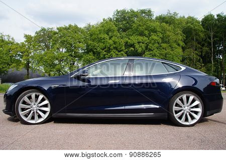 Black Tesla Motors Model S - side view