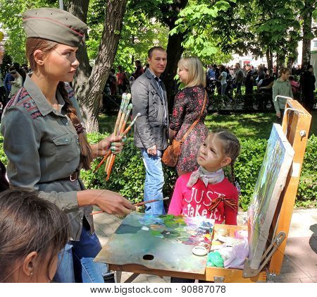 Drawing Girl In Forage Cap With Easel In The Public Garden