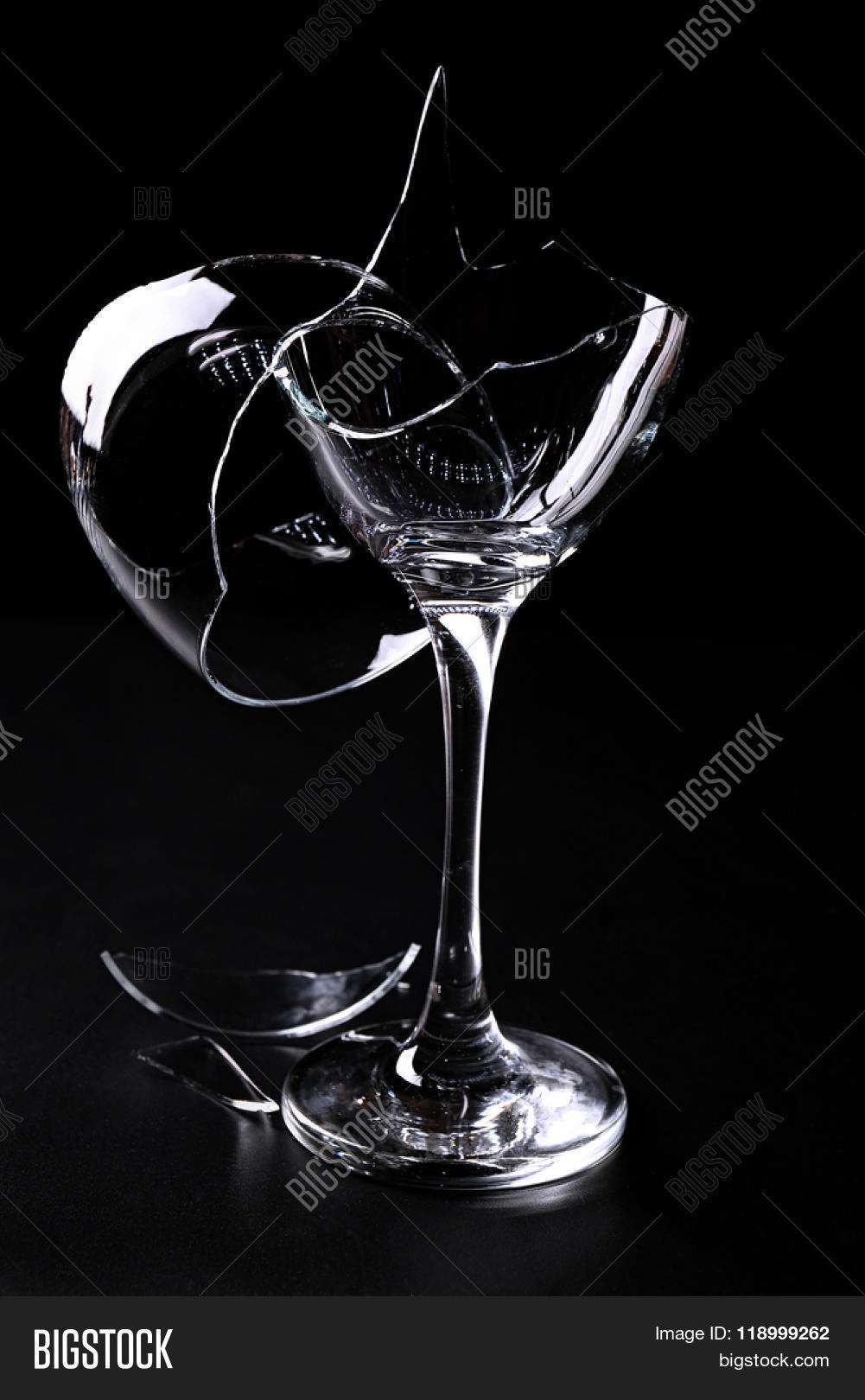 Lord Wellington's Tea Room and Gardens: broken wine glasses   Broken Wine Glass Painting