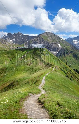 Hiking trail to the Kanzelwandbahn