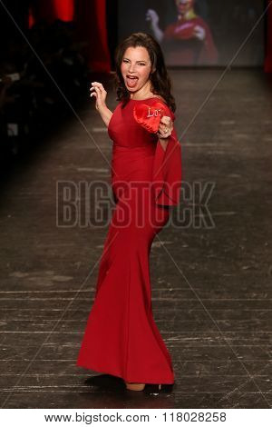 NEW YORK-FEB 11: Fran Drescher wears Le Petite Robe di Chiarra Boni at Go Red for Women Red Dress Collection 2016 Presented by Macy's at New York Fashion Week on February 11, 2016 in New York City.