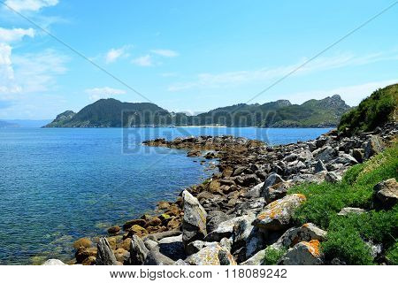 San Martiño Island in perspective (Islas Cies, Spain)