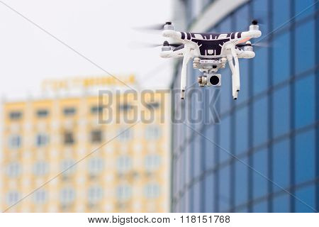 Hovering drone that takes pictures