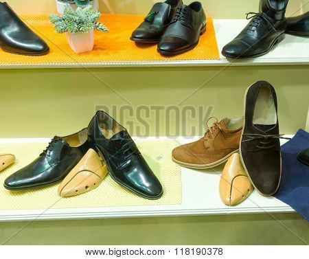 Man's shoes on the show case