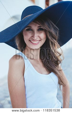 brunette in hat with large fields