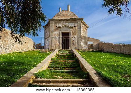 Ruins of the Casa da Agua (Water House), an 18th century fountain and reservoir built for the pilgrims of the Nossa Senhora do Cabo Sanctuary. Espichel Cape, Sesimbra, Portugal.