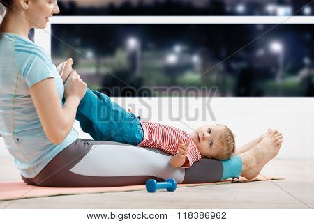 Baby fitness with mom