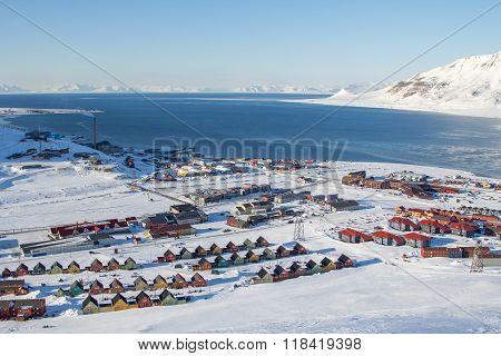 Panoramic Views Of Longyearbyen, Spitsbergen (svalbard) Through The Stones.