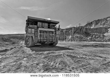 Equipement On Cooper Mine - Open Pit 22