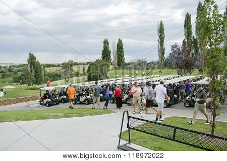 golfers wait for golf tournament